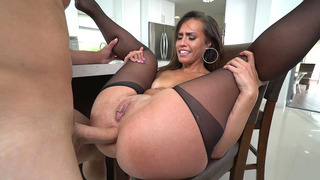 Kelsi Monroe takes it in the ass and slurps her juices from his schlong