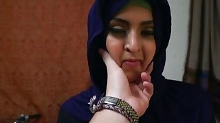 Arab girlfriend knows how to ride throbbing cock