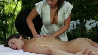 Curvy brunette masseuse rubs and strokes her sexy client's body