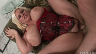Fat blonde in lingerie Tiffany Blacke gives amazing titjob