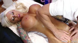 Johnny Sins masses fragile pussy flesh of Lolly Ink