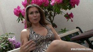 Mature slut Evelina Marvellou gives blowjob to two workmen