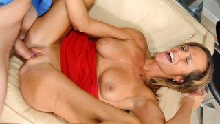 Horny cougar mom gets it balls-deep