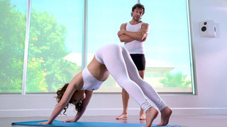 Kimber Woods in tight yoga pants gets ass worshipped by her instructor