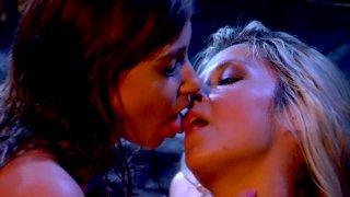 Sarah Vandella, Louisa Lanewood please each other pussies in the garage