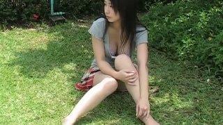 Asian brunette babe Arisa Oda flaunts her body outdoors